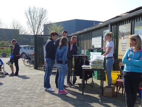 Er was weer een hoop belangstelling voor de skeelerpakken van Radboud.