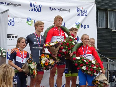 Winnaars-NK100m-op-podium