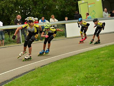 """<h2><a href=""""http://radboud-inlineskating.nl/wedstrijd-inline-skaten-mogelijkheden/"""" target=""""_blank"""">Inline wedstrijden Baan / Piste</a></h2>"""