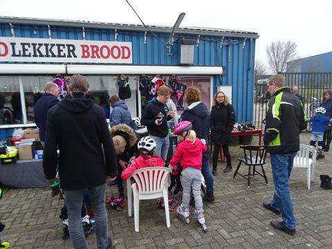 Veel kinderen probeerden andere skeelers uit van de tweedehandsmarkt.