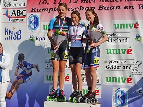 Podium meisjes jun.b 500m: Ramona Westerhuis 1e, Sascha Schenk 2e, Evelien Vijn 3e