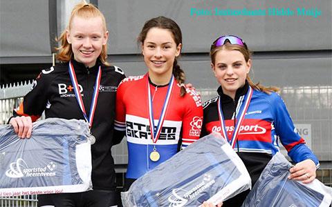 Ramona Westerhuis 1e eindklassement jun.b meisjes (foto: Instaschaats Hidde Muije)
