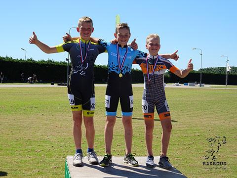 1e Jan Mooijman (hier op de verkeerde plek op het podium), 3e Chris Berkhout
