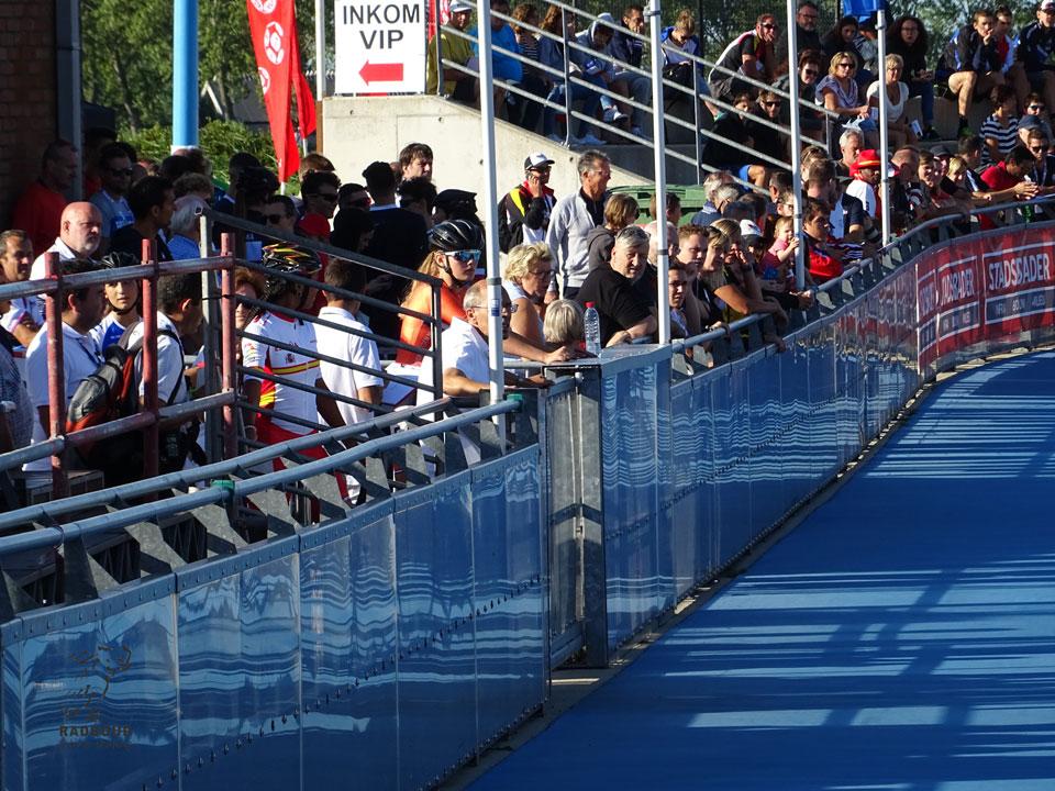 Sascha Schenk voor haar 300 meter in de waitingbox