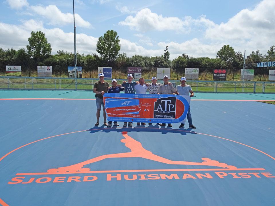 Groepsfoto aantal vrijwilligers en mannen van ATP