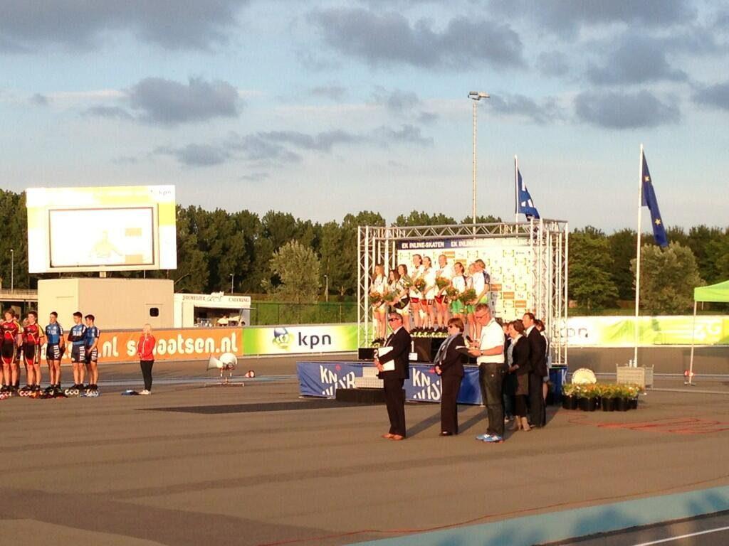 """""""@BemogPowerslide- nog n plaatje van n podium om de dag goed mee af te sluiten #ekinline """" #Radboudbikkel Kelly brons! EK 2013"""