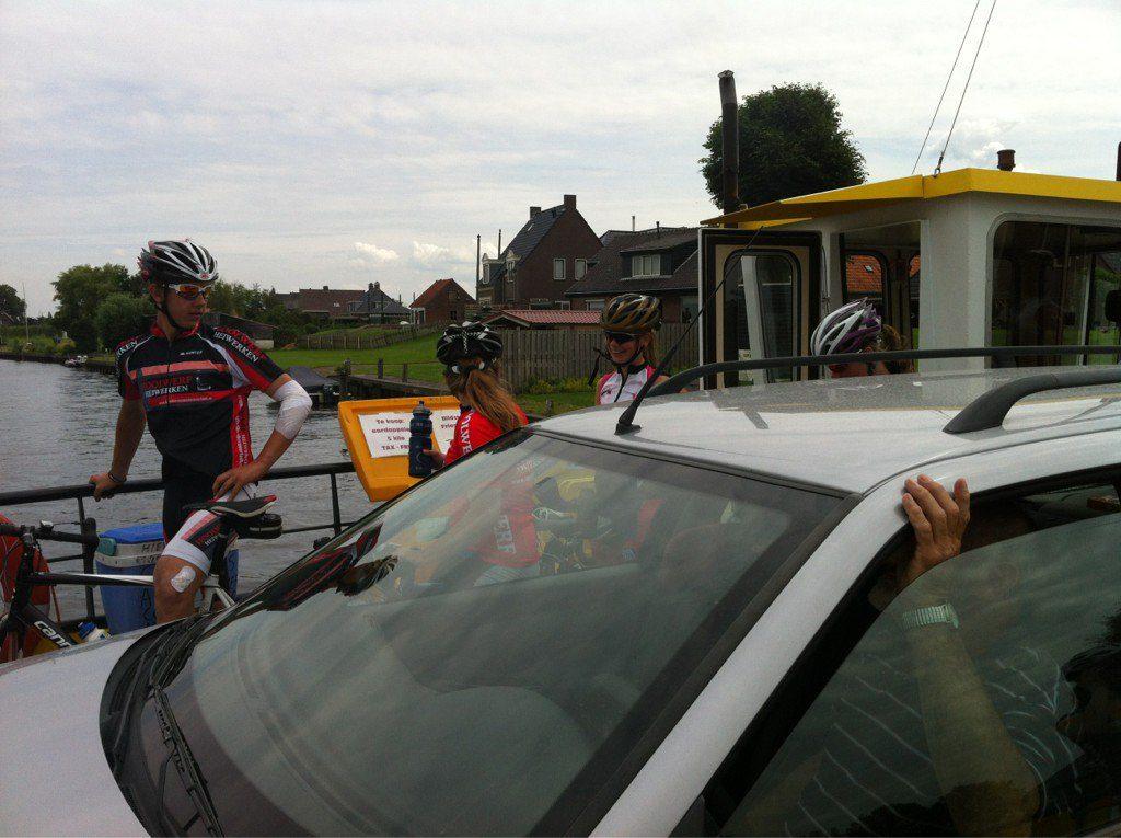 Met de #Radboudbikkels op het pontje