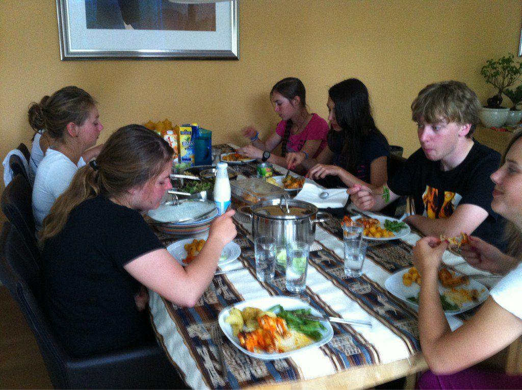 Na het fietsen tijd voor menu à la Buurman ter voorbereiding op de wedstrijd vanavond in Oudewater