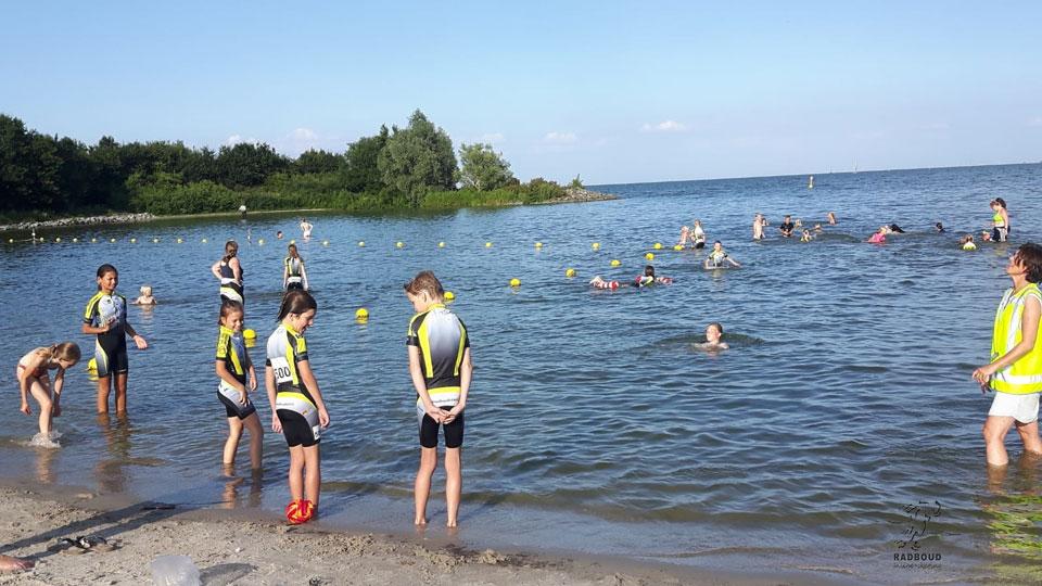 Verfrissende duiken, veel skaters in het water.