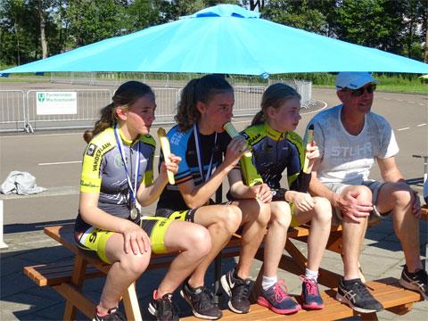 Even afkoelen met een ijsje na de marathon